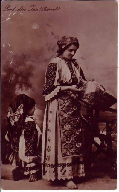 tinere-costumate-in-portul-popular-din-iaz-obreja-banat-1900-1910